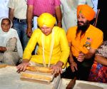 Brett Lee visits Golden Temple