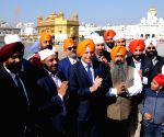 Tony Abbott pays obeisance at Golden Temple