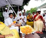 Rabri Devi distributing sweets on Independence Day in Patna