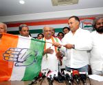 Raju Kage joins Congress
