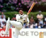 Kapil Dev gives thumbs up to Ranveer Singh's Natraj shot in '83'