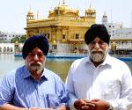 Paramjit Singh Sarna paying obeisance at Golden Temple