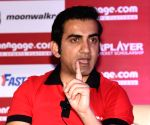 Gambhir recalls his days with Dhoni as roommates