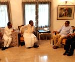 Former Karnataka Speaker, Congress leaders meet S.M. Krishna