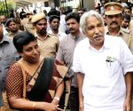 Oommen Chandy arrives to visit TN CM