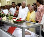 Buddhadeb Bhattacharjee, Somnath Chatterjee pay tribute to  Hashim Abdul Halim