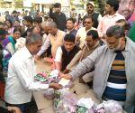 Pappu Yadav selling onions