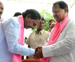 Former PCC president Dharmapuri Srinivas joins the TRS