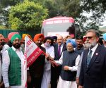 Manmohan Singh flags off Cancer Detection Units