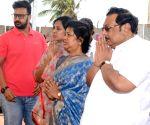 MK Alagiri pays homage to Karunanidhi