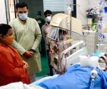 Uma Bharti visits Kalyan Singh in hospital
