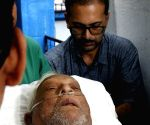Buddhadeb Bhattacharya goes home after being discharged