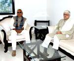 Gopalkrishna Gandhi meets Bihar CM