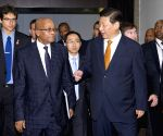 Chinese President Xi Jinping meets with South African President Jacob Zuma