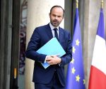 French PM warns of 'no-deal' Brexit risk