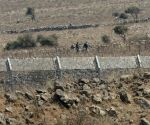 Golan Heights: Syrian rebels are seen next to Quneitra crossing