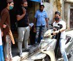 Free Photo: Good Samaritans distribute free oxygen in Delhi