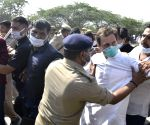 Rahul, Priyanka arrested while marching towards Hathras to meet victim family