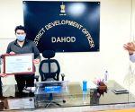 Free Photo: Gujarat's Dahod becomes role model in providing jobs under MGNREGA