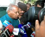 Manjhi meets governor