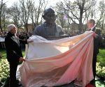 Hannover (Germany): Modi unveils bust of Mahatma Gandhi at Culemannstrasse