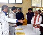 Manohar Lal Khattar inspects COVID-19 isolation ward in Gurugram