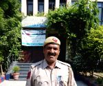 How two policemen braved knives to save 2 lives!