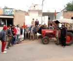 Free Photo: Hundreds of protesting farmers gather along Punjab-Haryana border