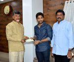 Allu Arjun handover 25lakhs cheque to AP CM
