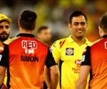 Dhoni chills with Warner & Co post Hyderabad game