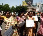 Congress demonstration against Giriraj Singh's remark on Sonia
