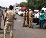 Hyderabad : Police stops ambulances coming from Andhra Pradesh to Telangana.
