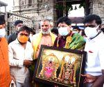 Hyderabad  Railway Minister Piyush Goyal and his wife visited Sri Padmavathi Ammavari Temple at Thiruchanur in Hyderabad.