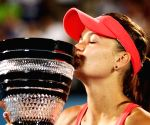 Iga demolishes Karolina to capture Rome Open title