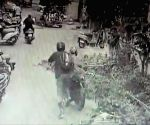 In filmy style, Chennai SI catches bike-borne phone snatcher