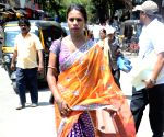 2019 Lok Sabha elections - Sneha Kale arrives to file nomination