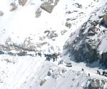 Four soldiers, 2 porters killed in Siachen avalanche
