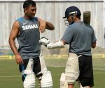Fans sulk over Tendulkar's remarks on Dhoni's batting
