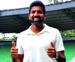 Bopanna celebrates his French Open mixed double victory