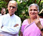 2019 Lok Sabha elections - Phase II - Narayana Murthy, Sudha Murthy cast vote