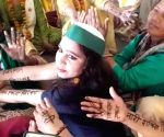 Free Photo: Inklabi mehndi with women on the border celebrated International Women's Day