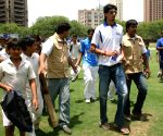"Ishant Sharma with  Pepsi's ""First Ball ka Captain"" winners at a  bowling training event in New Delhi on Wednesday 27 May 2009."