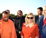 Israeli PM visits Taj Mahal