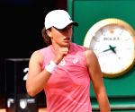 Iga crushes Karolina in Italian Open final
