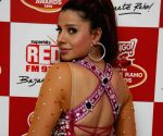 Item girl Sambhavna Seth at Red Fm Bajaate Raho Awards.