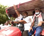 Pappu Yadav participates in 'tractor march' against Agri Bills 2020