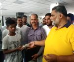 Free Photo: Pappu Yadav extends financial help to the ailing soldier of Anna movement