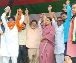 : Patna: Jan Adhikar Party President Pappu Yadav and Congress leader Kanhiya Kumar at a Kusheshwar Asthan by- Election campaign rally at Darbhanga District in Bihar