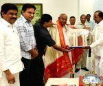 H.D. Deve Gowda meets K. Chandrasekhar Rao