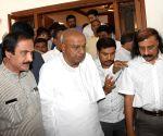 Karnataka politicos visit S.M. Krishna's residence